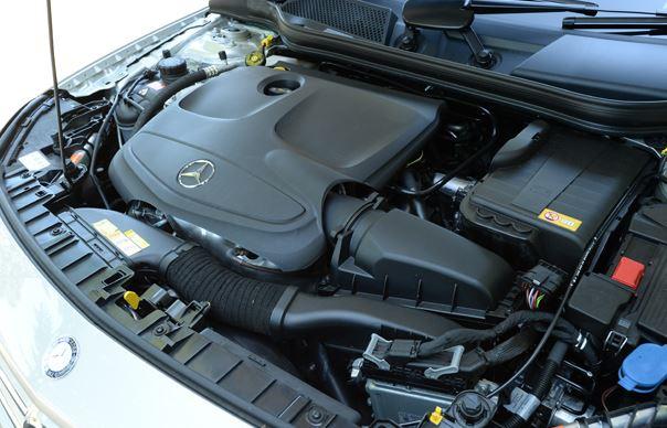 ベンツGLA 燃費性能をレクサスNXと比較すると...